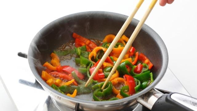 野菜嫌いを克服!子どものピーマン嫌いは、保存&調理法で工夫