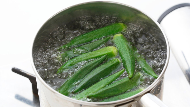 「サッと茹でる」の目安は約1分。冷まし方で食感が変わる