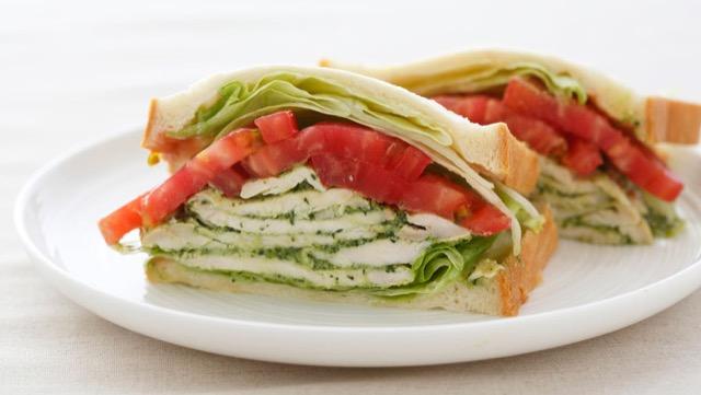 料理の幅が広がるバジルペーストの使い方:トーストやサンドイッチに