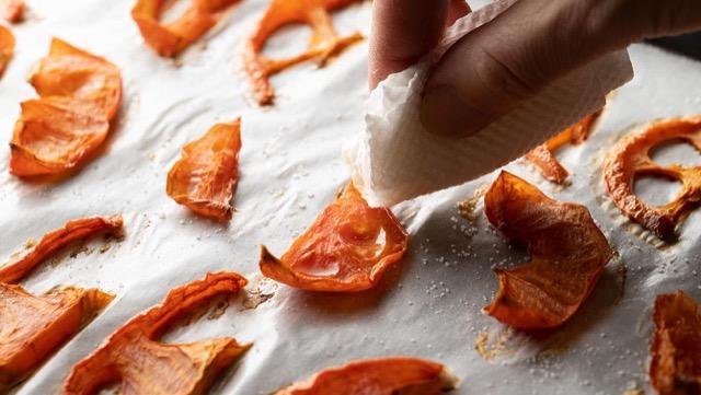 ドライトマトの作り方<オーブン編>:オーブンで1時間ほど焼く