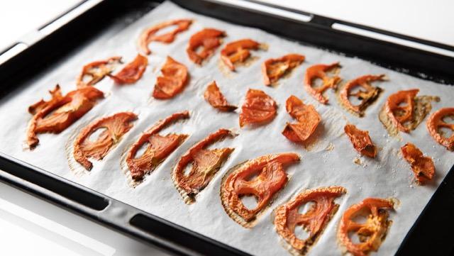 ドライトマトの作り方<オーブン編>:風通しの良い場所で完全に乾かす