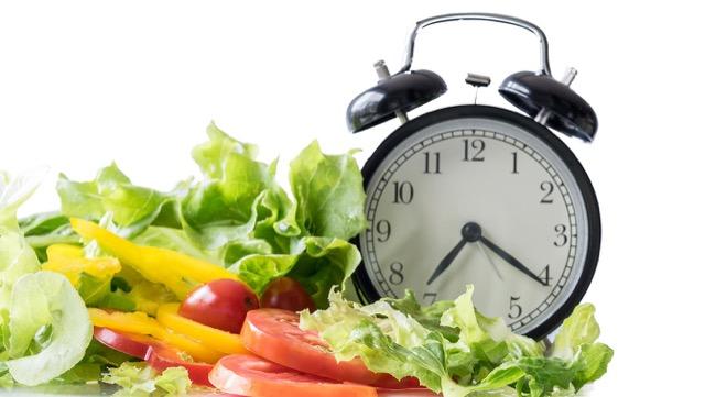 日本では、働く人ほど野菜が摂れていない!その要因とは?