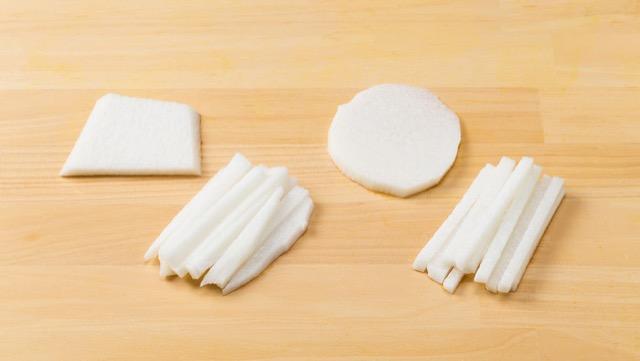 生食は繊維に沿って縦に切り(写真左2つ)、加熱は繊維を断つように横に切る(写真右2つ)