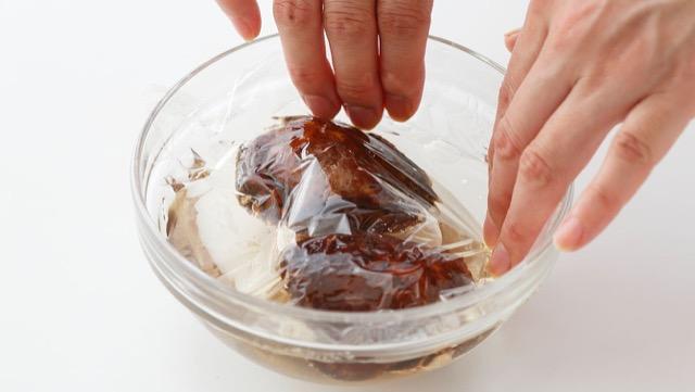 干し椎茸は冷水でゆっくり戻すのが基本