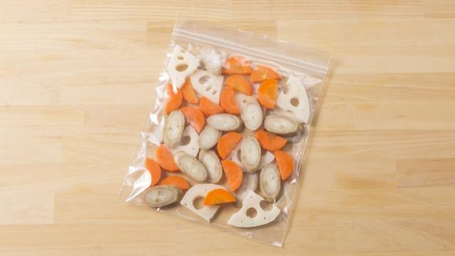 少しずつ余ったら、筑前煮やきんぴらなどに便利な「ミックス根菜」にして冷凍!火や味を均一に入れるため、サイズをそろえておくのがポイント