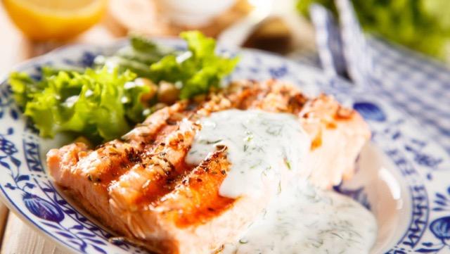 ディップのアレンジ料理:あえものを作る際の調味料、油と酢を加えてドレッシングに、魚料理やパスタのソース、だしを加えてスープに