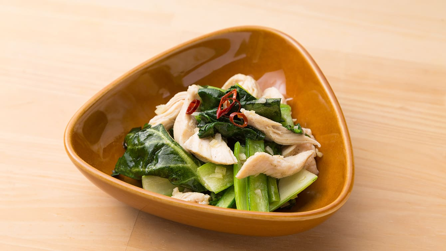もう1品ほしいときに!小松菜と蒸し鶏のオリーブオイル炒め