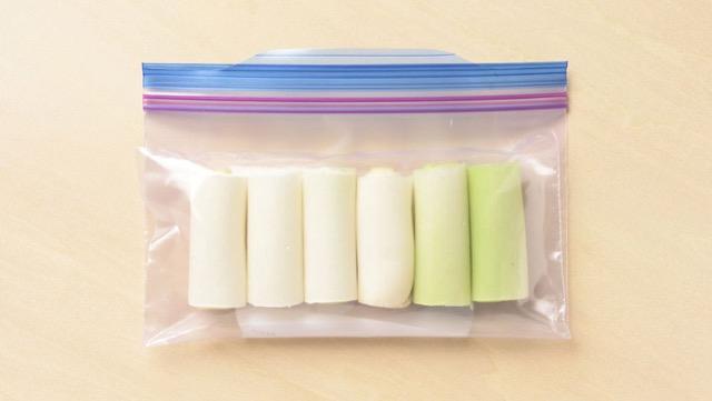長ネギの冷凍保存(白い部分):5~6cmにカットし、生のまま冷凍用保存袋に入れて冷凍