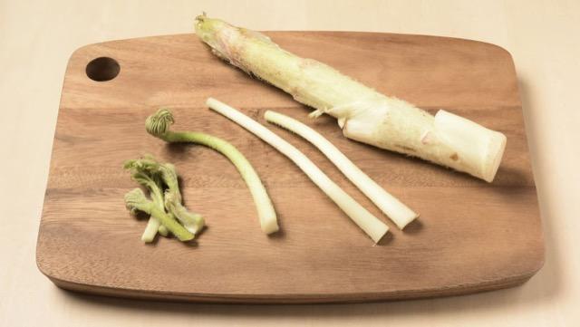 太い茎・脇の茎・穂先に切り分ける