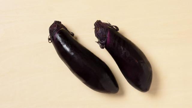 長卵形なす:最もよく見かける品種で、さまざまな料理に合う