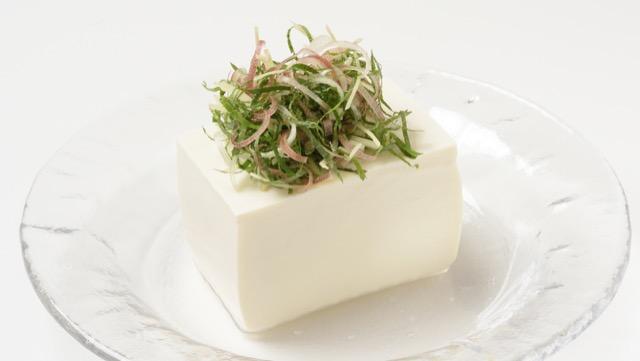 大葉(しそ)などの薬味野菜ミックスで作る、無限冷奴レシピ3選