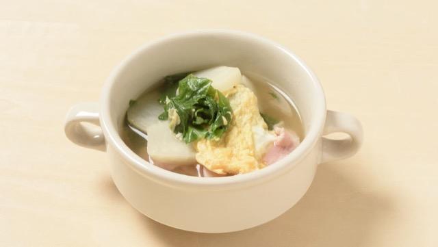 かぶの葉とベーコンの卵スープ