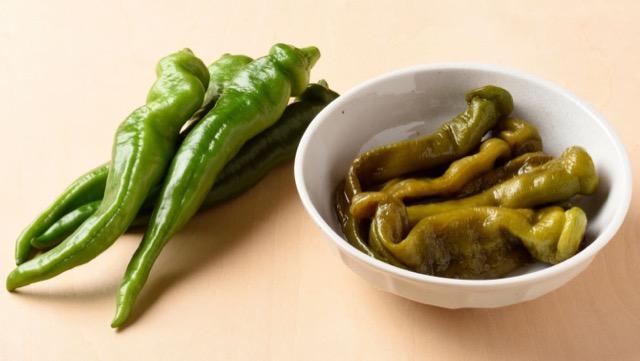 万願寺とうがらしは大型の品種で、肉厚で甘みがある