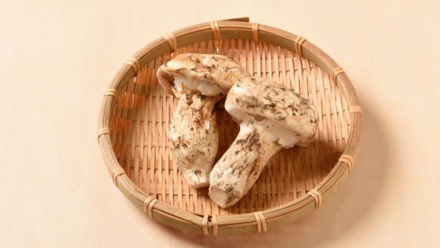 松茸の香りはマツタケオールなどの成分によるもの